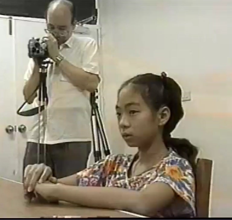 T小妹妹做手指識字實驗
