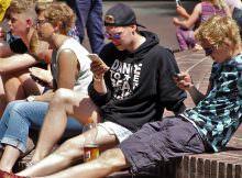 小學生過度使用手機